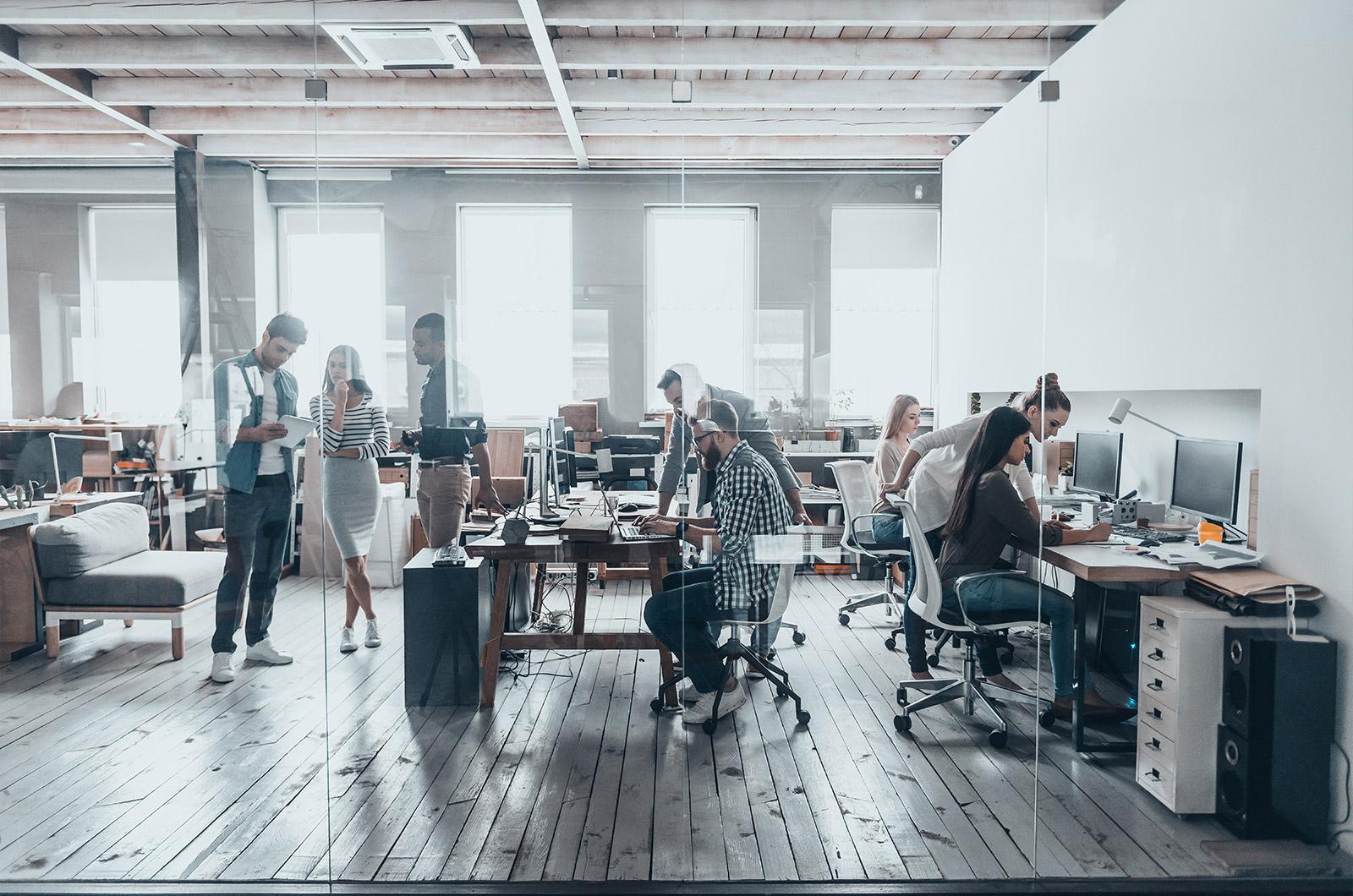 studio-architetti-collaborano-in-teamwork