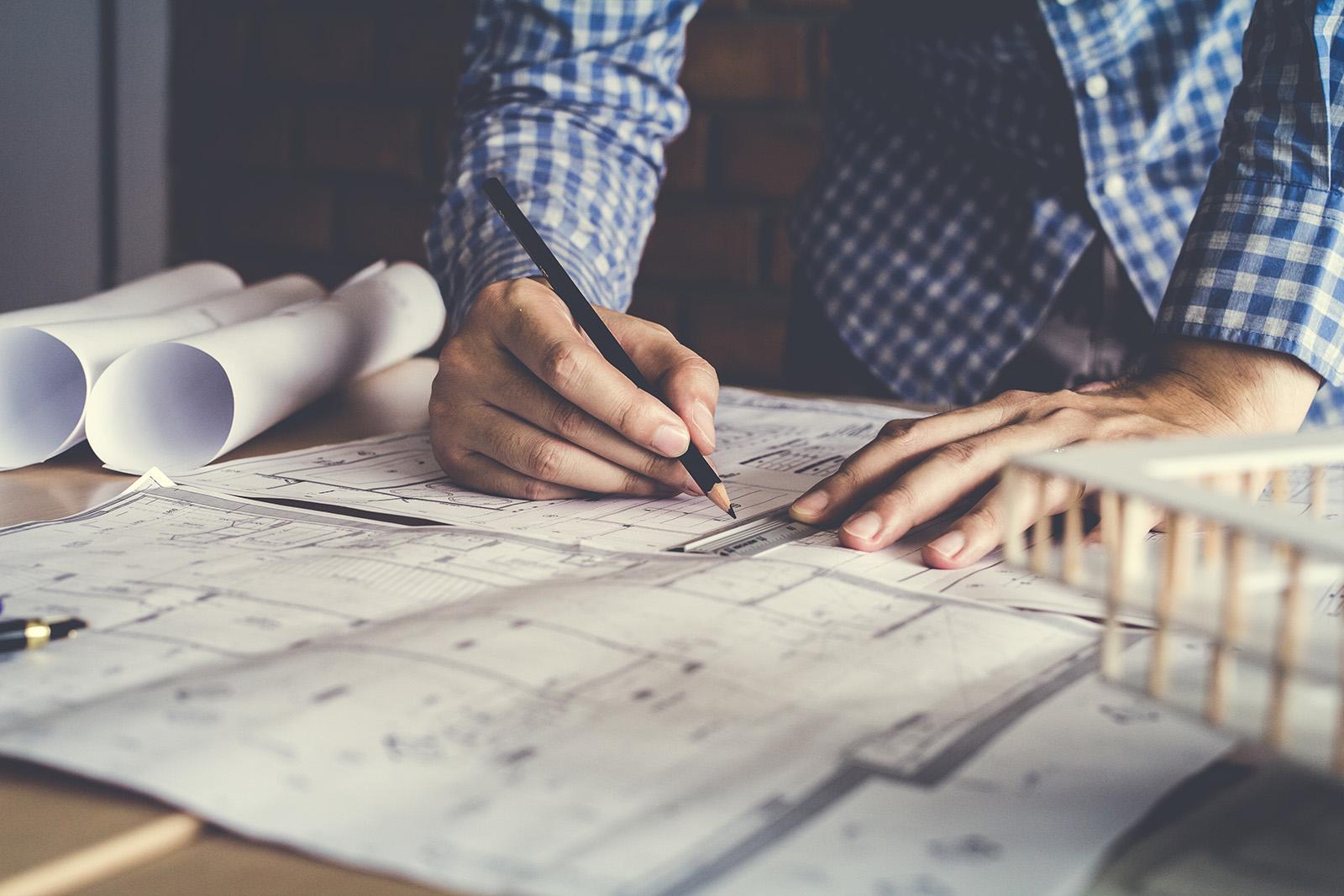 studente-architetto-disegna